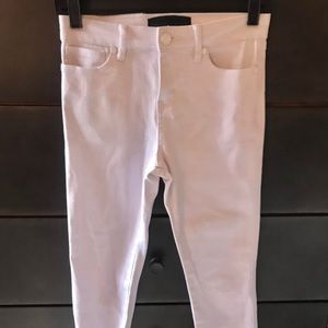 💙3/$21 Kendall + Kylie Stretch White Jeans 25
